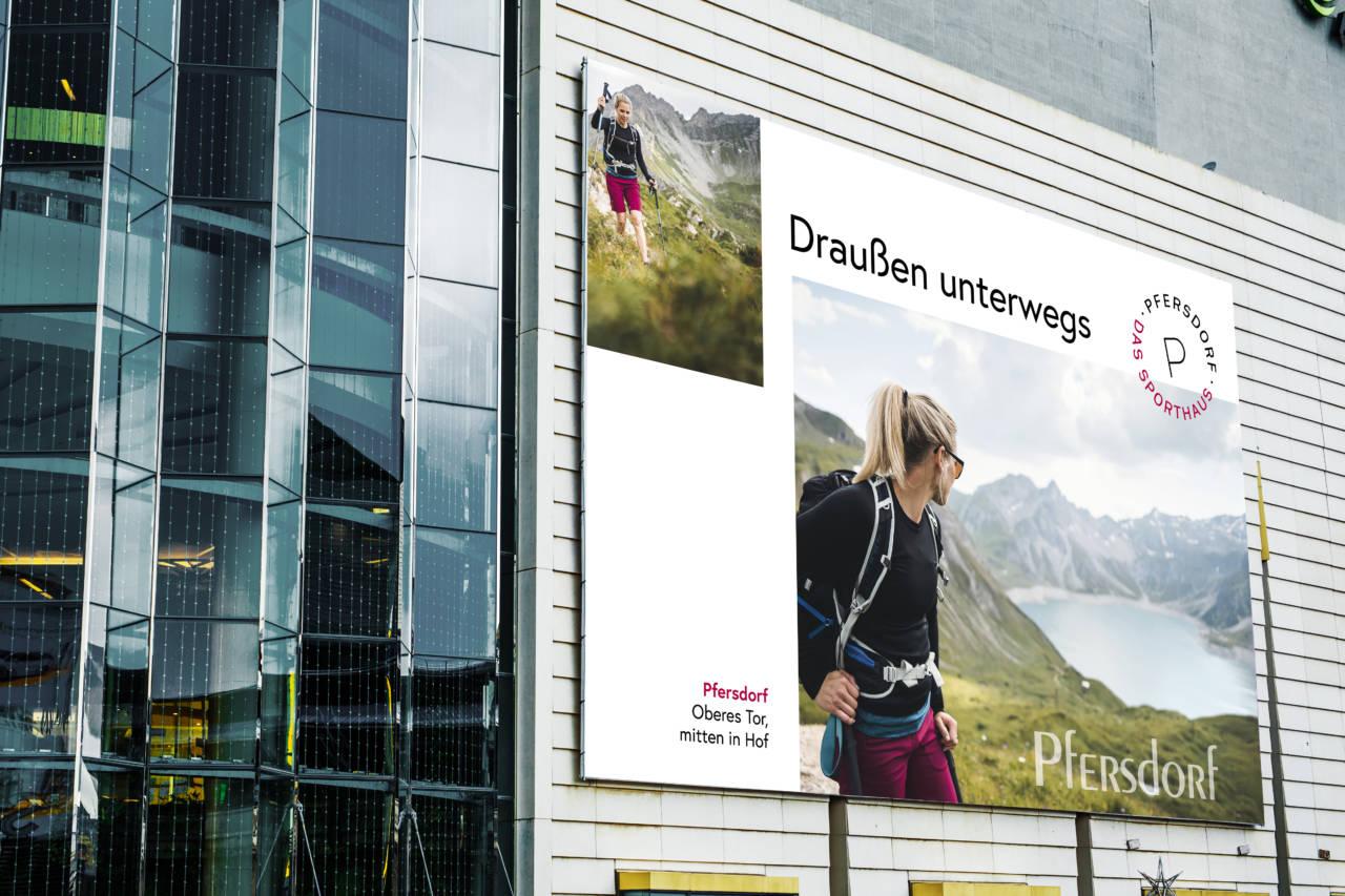 Pfersdorf Draußen Daheim Billboard Fashion-Adventures by Pfersdorf - Kampagne